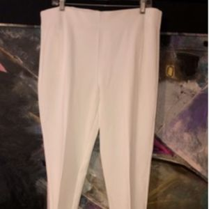 CHICO'S White Size 2 Pants - New w/o tags